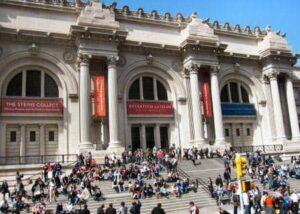 Metropolitan Museum New York Outside