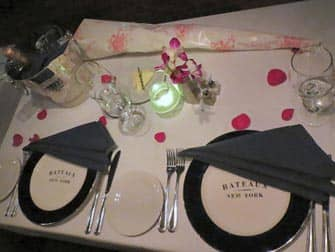 romantic dinner for Valentine on a boat tour in New York