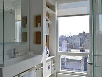 Yotel in New York - Bathroom