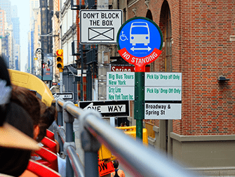 Hop on Hop off Bus in New York - Bus Stop
