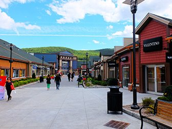 Woodbury Common Premium Outlet Center in New York - Shops
