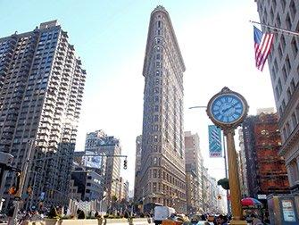 Superheroes Tour in New York - Flatiron Building